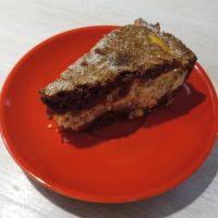 Kakaový koláč s tvarohovou náplňou